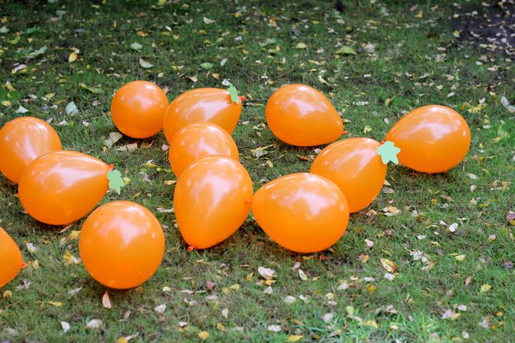 balloon halloween game