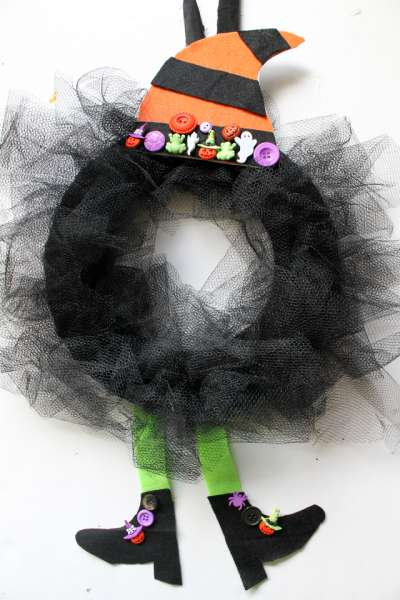 Halloween tulle witch wreath tutorial
