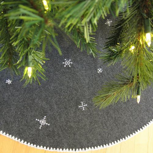 embroidered snowflakes felt Christmas tree skirt