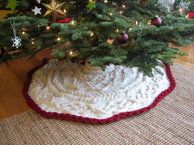 Crochet Pattern Christmas Tree Skirt