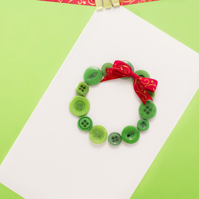 simple button Christmas wreath Christmas card tutorial