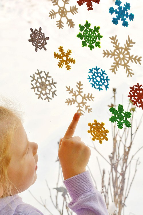 Homemade sparkly snowflake window cling decorations tutorial