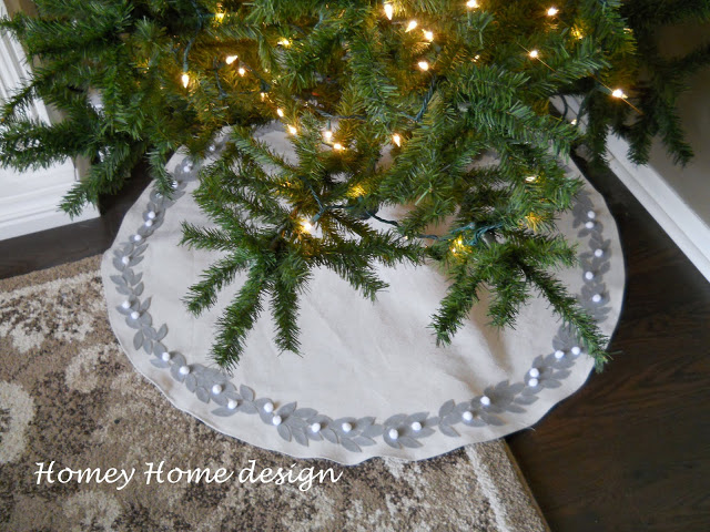 12 Diy Christmas Tree Skirt Tutorials Random Acts Of Crafts