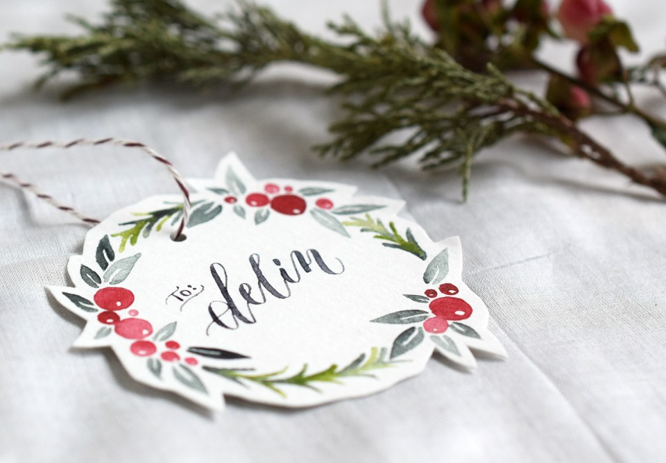 watercolor tutorial for painting your own Christmas wreath gift tags and free printable version
