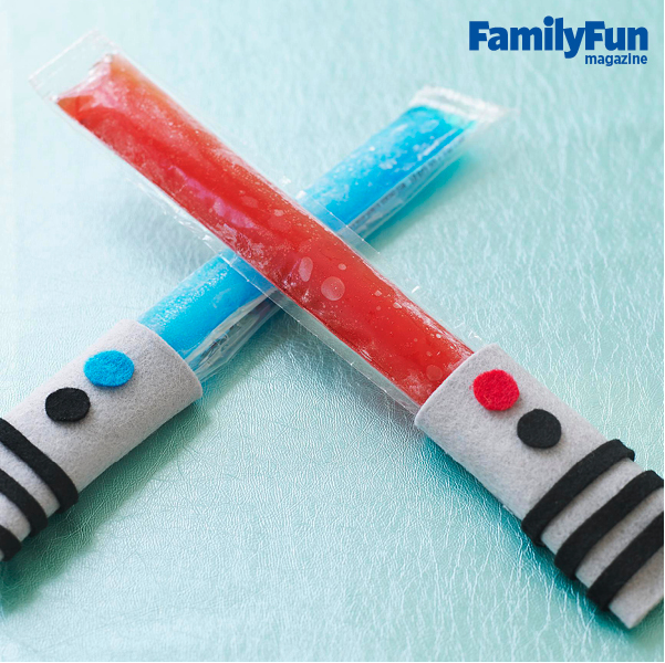 Felt popsicle holders to turn your frozen treats into Star Wars lightsabers