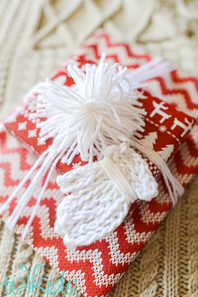 faux knit mitten yarn Christmas gift tag tutorial