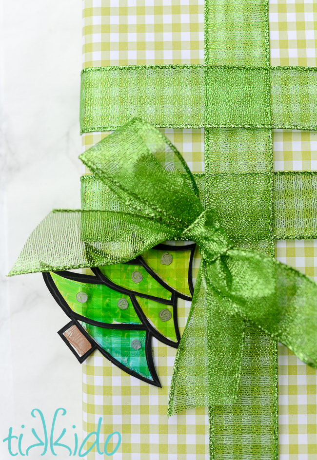 Faux stained glass Christmas gift tag tutorial
