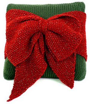 Knit Christmas pillow with a bow