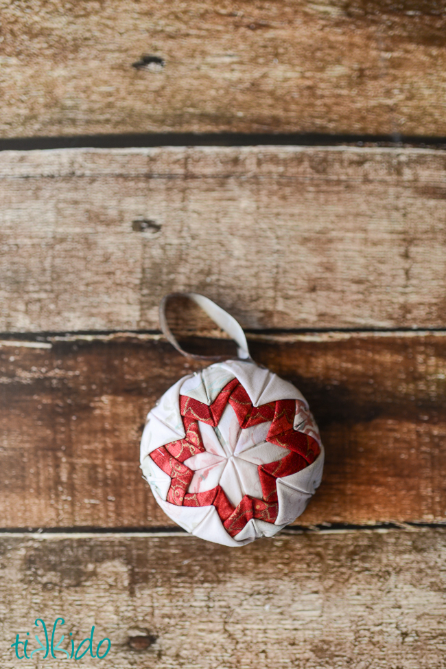 faux quilted Christmas ornament tutorial