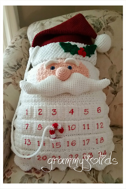 Crochet Santa advent calendar pillow tutorial and pattern