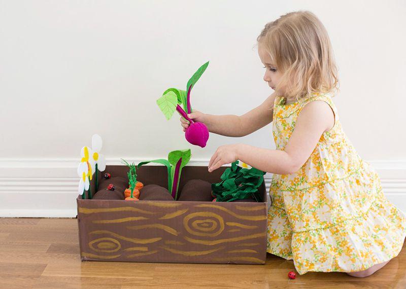 DIY felt garden you can plant with felt vegetables and flowers