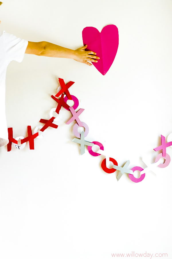 hugs and kisses paper valentine's day garland tutorial
