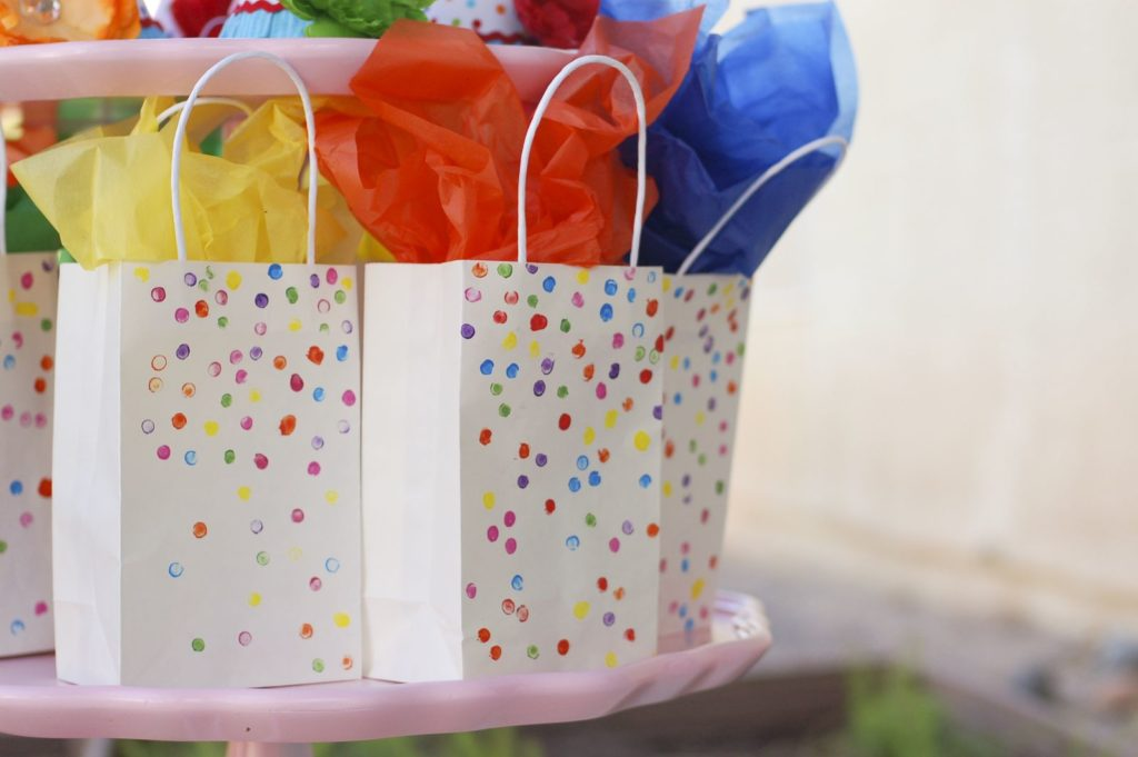 sprinkle or confetti DIY favor bags